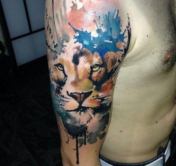 tattoo braccio uomo leone