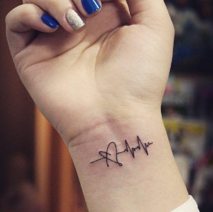 tatuaggi braccio donne elettrocardiogramme