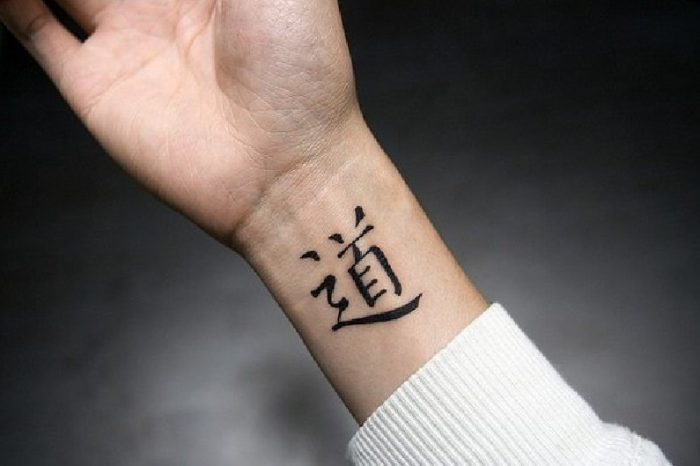tatuaggio polso pittogramma