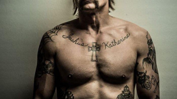 tatuaggi scritte uomo